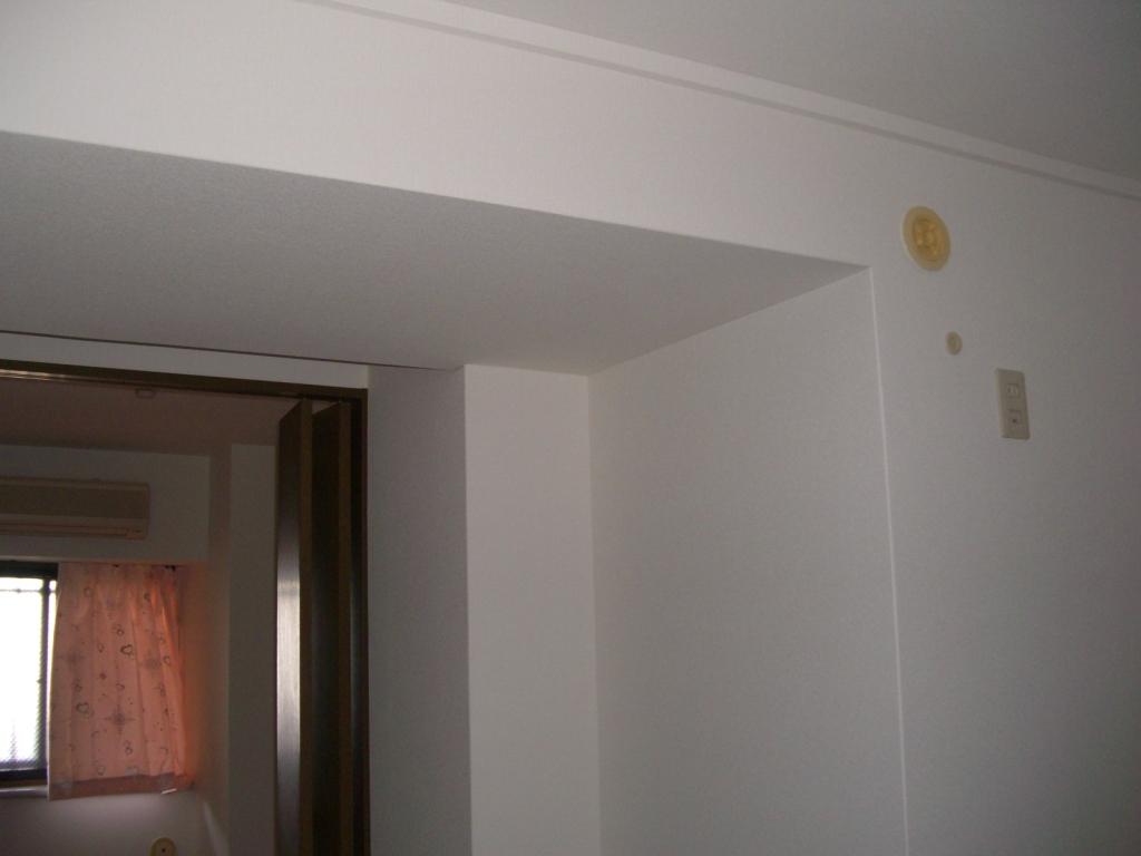 壁紙クロス施工後です。洋風のウォークインクローゼットになりました。