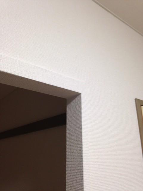 白色に統一したことで、部屋の区切りが目立ちにくくなります。