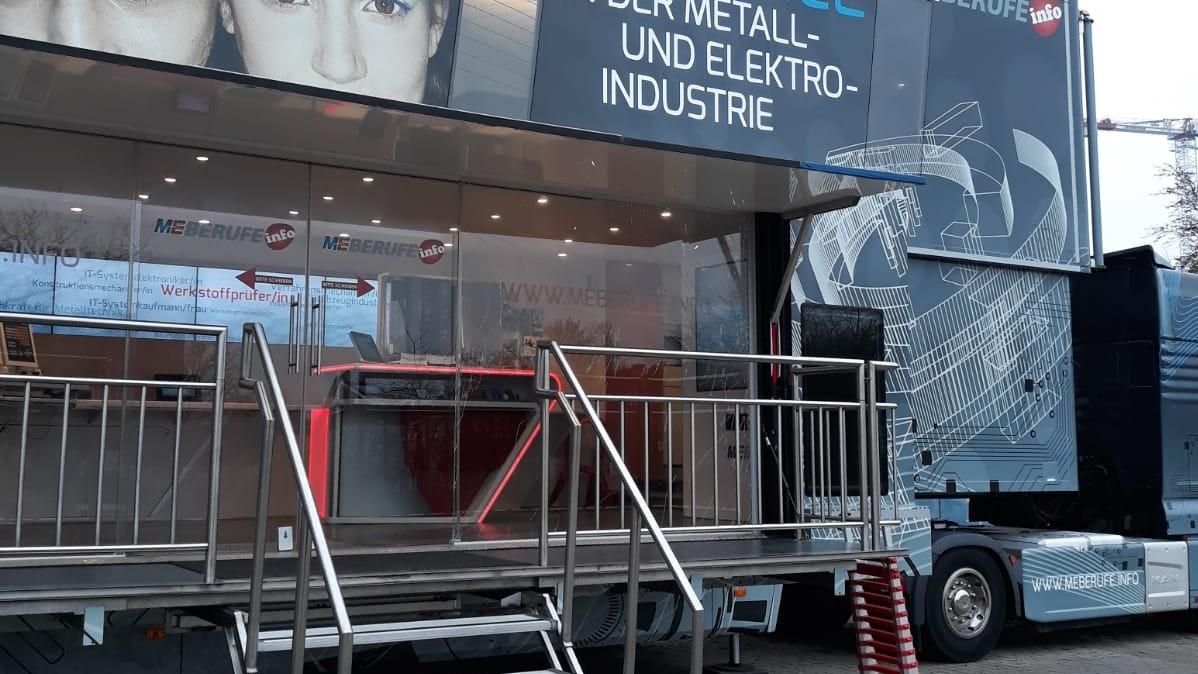 ME Truck macht Stopp an der Graf-Stauffenberg-Realschule