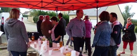 Premier apéritif de quartier de la saison! L'équipe du conseil municipal d'Aigné rencontrait les habitants des Vallées, Ajoncs, Touzeau.