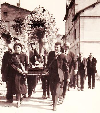 Asco (Années 1960) - Les porteurs : à gauche Marie Franceschetti - à droite : devant Dominique Guerrini - arrière : René Guerrini