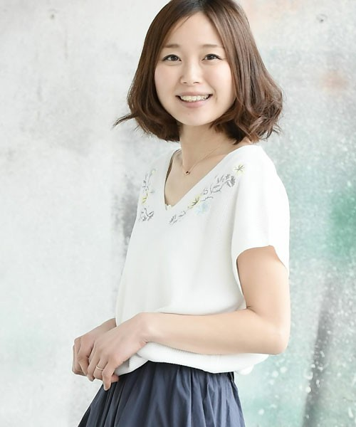 胸花刺繍半袖ニットプルオーバー