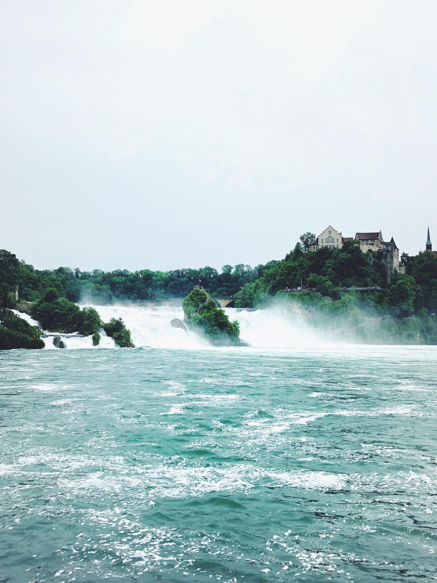 Vergleich Wasserstand Rheinfall August 2018 zu Juni 2019
