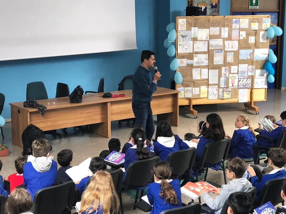 """Carlo Marconi con """"Di qua e di là dal mare"""" insieme ai bambini dell'IC EL/7"""
