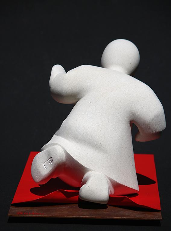 """""""Le tapis rouge"""" sculpture en pierre de Lens et métal"""