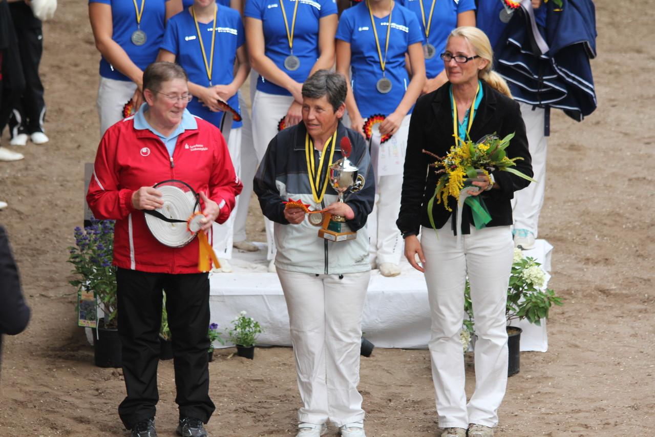 Beste Longenführer: Ruth Köhler und Iris Schlobach. Drittplatziert: Vera Krupinski