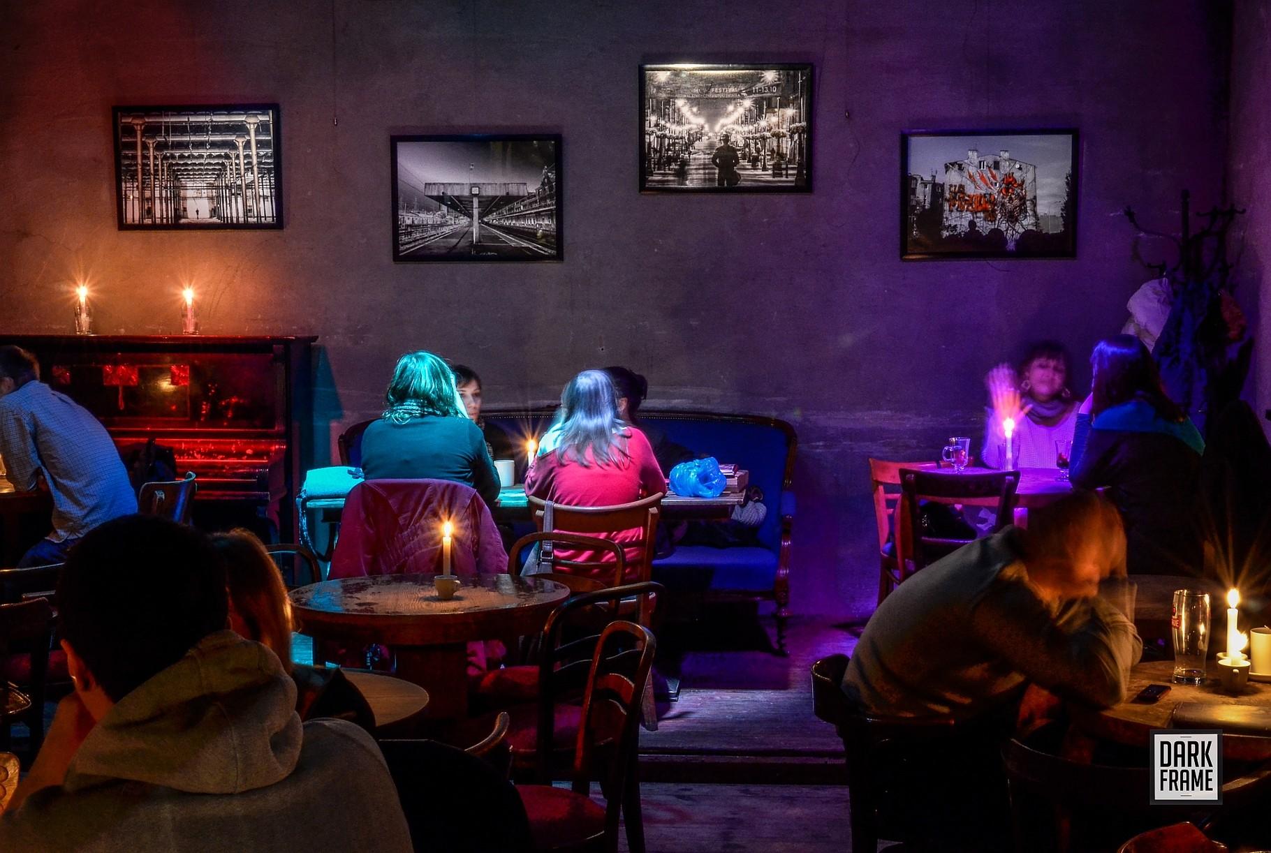 Wystawa w kawiarni Foto Cafe 102