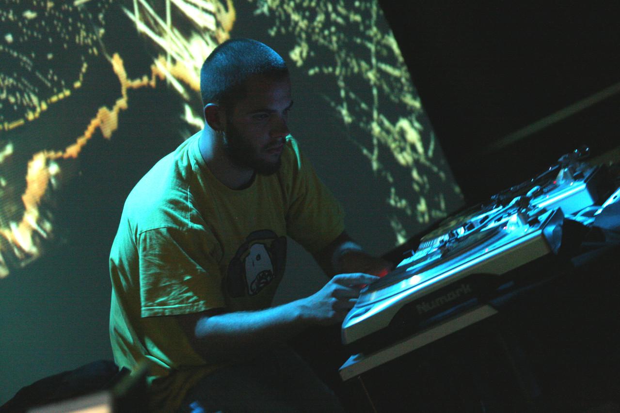 """""""Soirée numérique"""" - performance picturale projetée en direct sur mix (T.Richard)"""