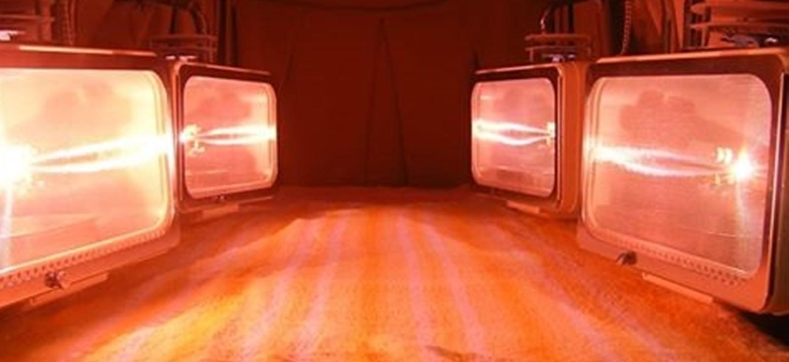 アーク光線療法は全身照射による短時間での治療が可能です。