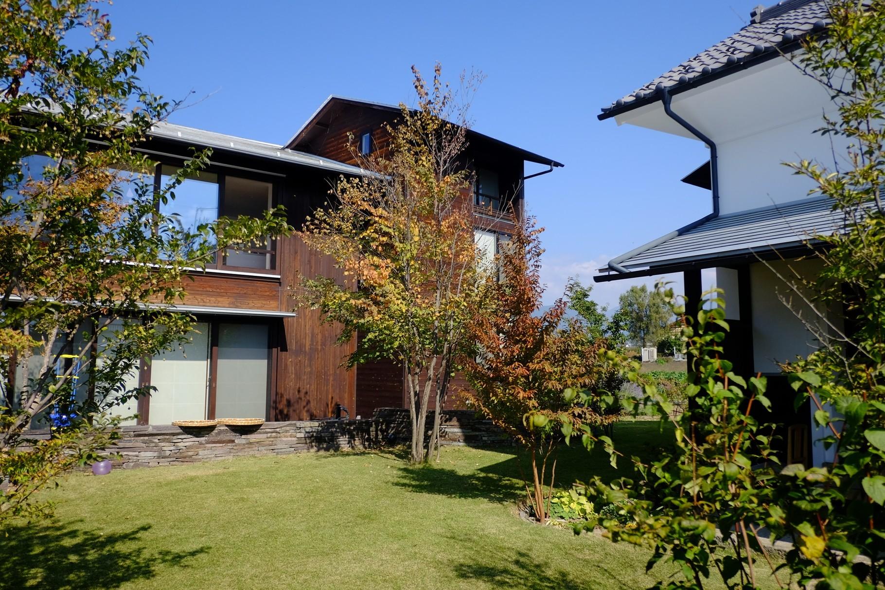 素敵な外観!4つの建物が中庭を囲む様に建てられています。