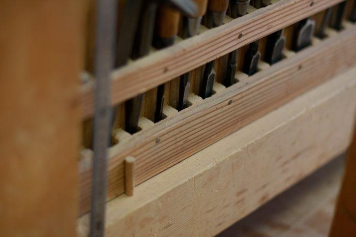作業台の下の、道具ばこたち。