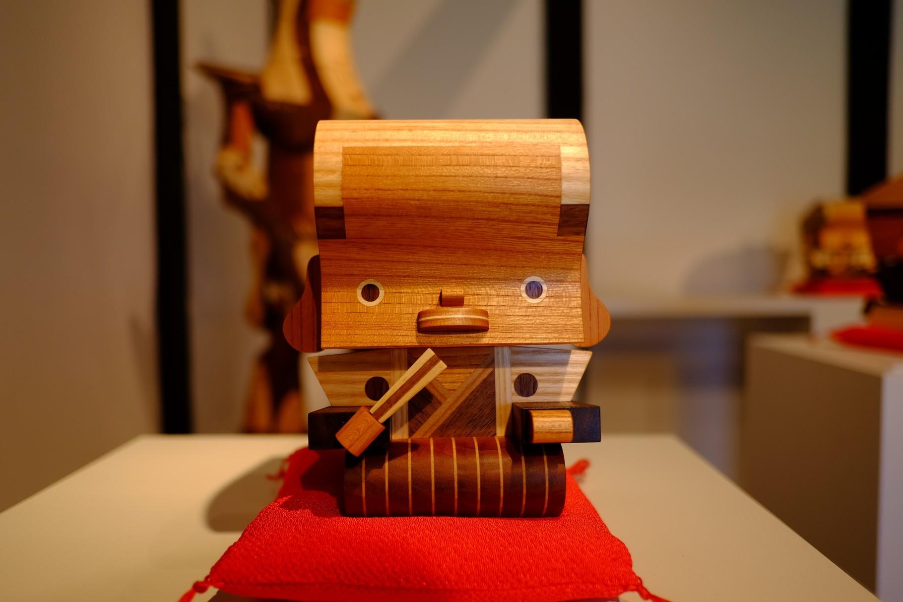 展覧会ではたくさんのこのお顔を拝見しました。