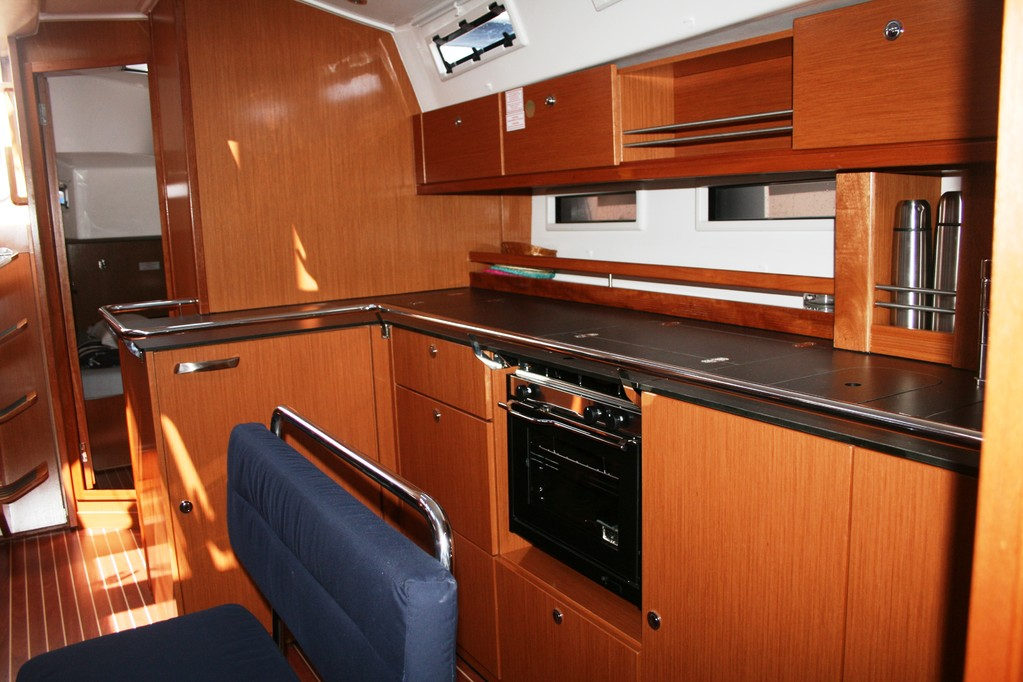 Bavaria cruiser 45 Pantry
