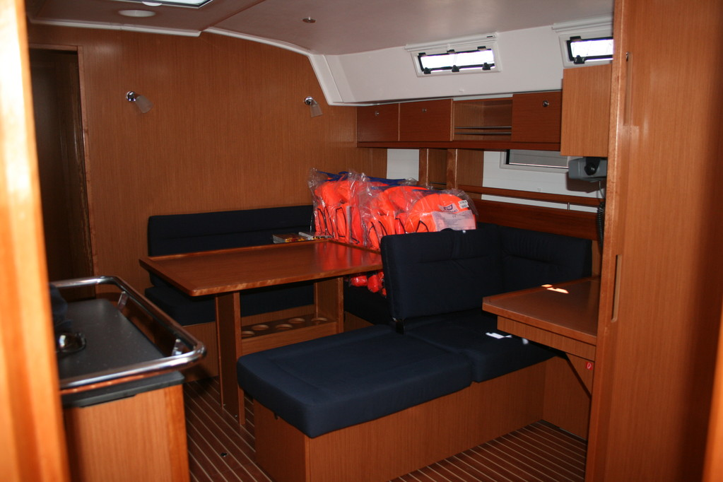 Bavaria cruiser 45 Salon