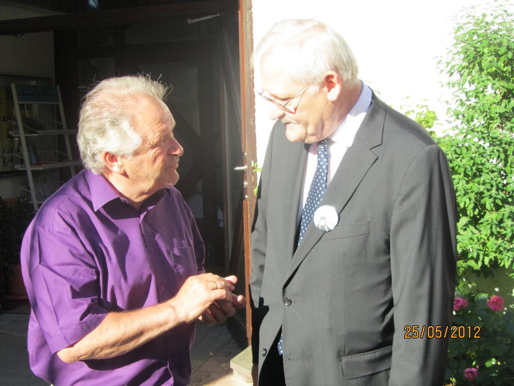 Gerhard Siegmann gratuliert