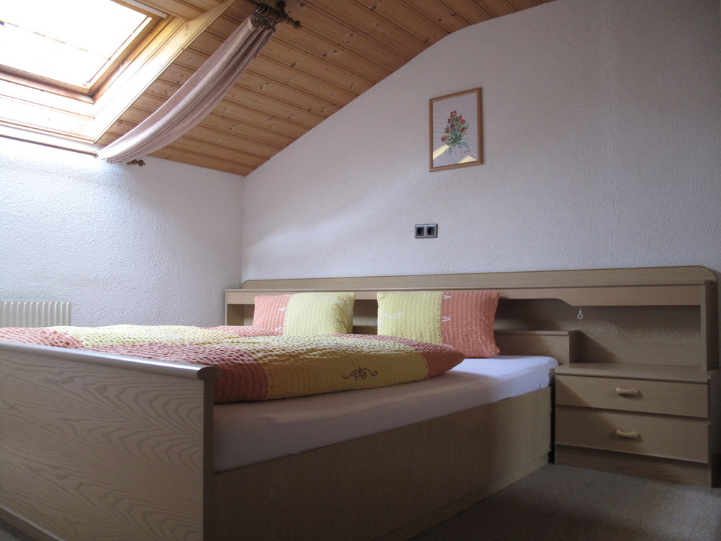 Hoamatl Pfunds Schlafzimmer große Wohnung im zweiten Stock