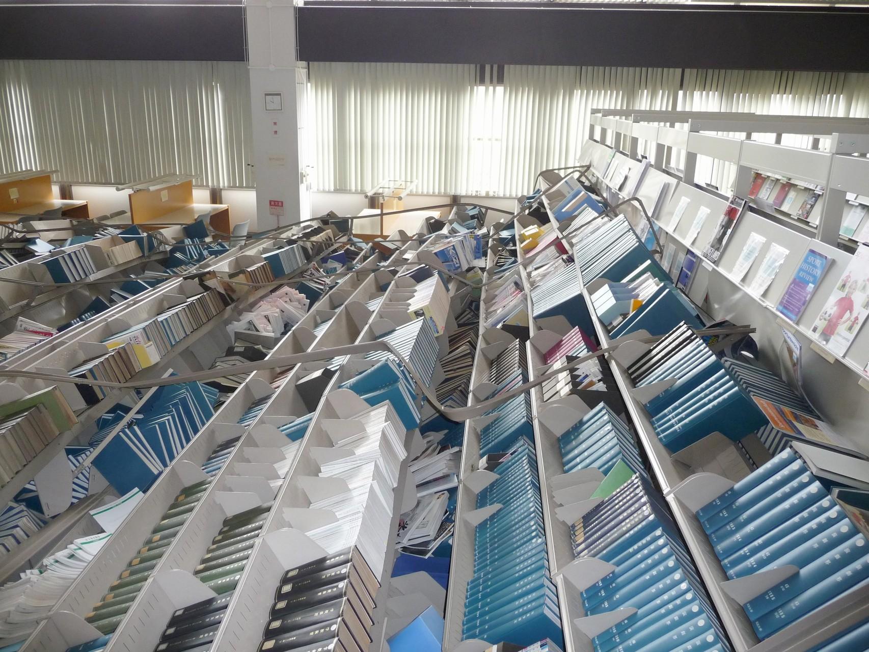 東日本大震災時の図書館の被災状況(筑波大学附属図書館HPより)