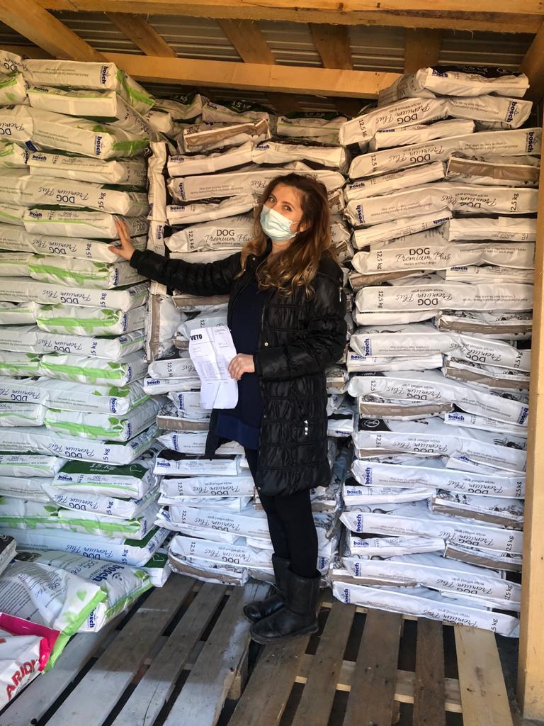 Futterspenden von VETO kommen bei Carmina an