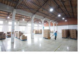 ▶ 出荷の積み込み作業費や「倉庫の保管料はサービス」です