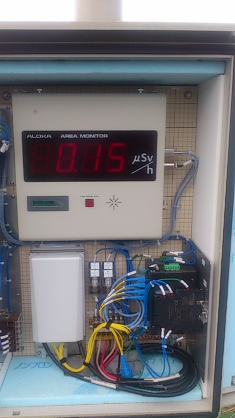汚染土の仮置き場では、線量計による24時間体制での管理をしています