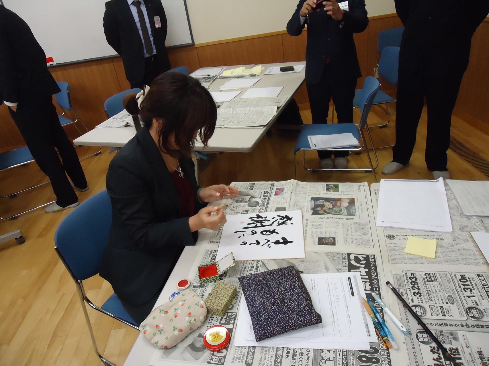 書道の師範代でもある関川理事長(鉾田JC)にご協力いただき清書をしました