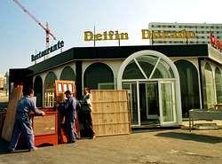RESTAURANTE DELFIN DORADO EN EL DESAPARECIDO RESIDENCIAL SISLAR DE AS LAGOAS ENFRENTE AL EDIFICIO MEDIODIA.