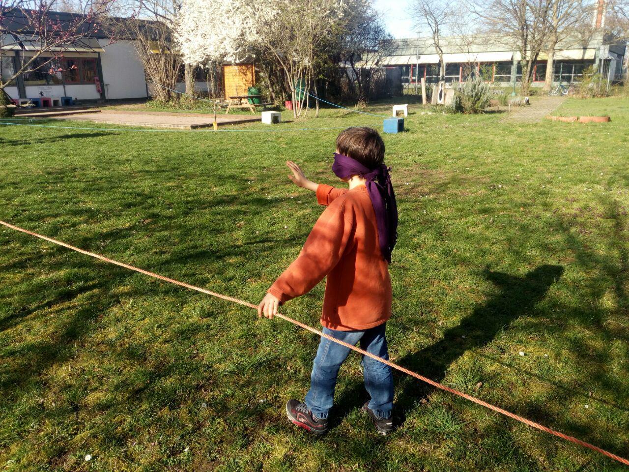 Neue Einrücke im blühenden Schulgarten. (März)