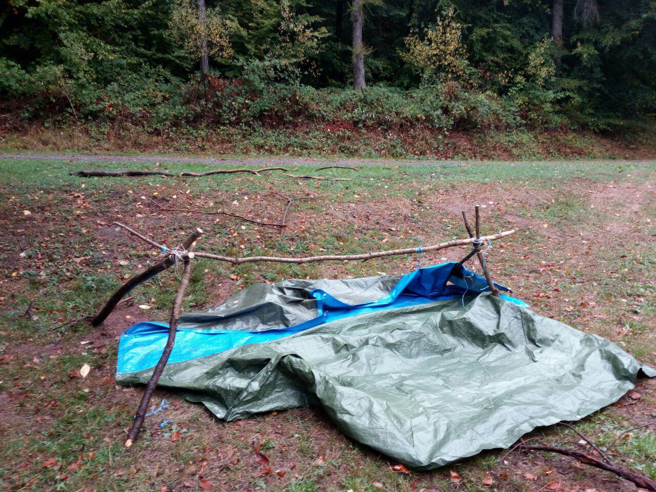 Rohbau - aber später dicht für zwei Waldläufer im strömenden Regen.
