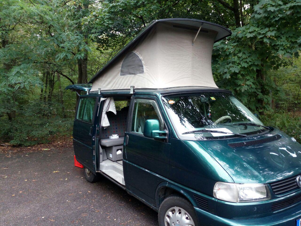 Der EP-Bulli als Basislager und mobile Küche.