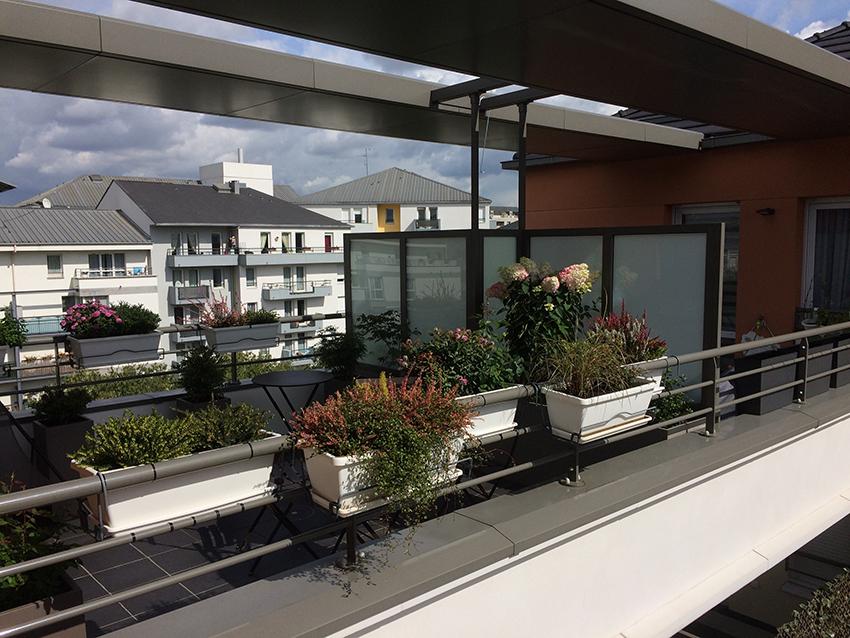 Vue sur la terrasse depuis l'ouest