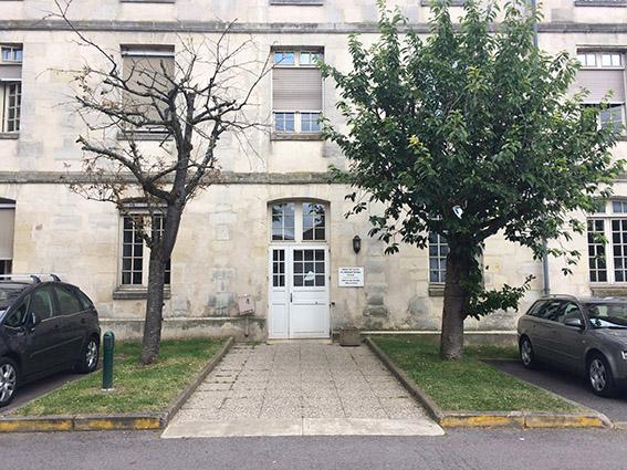 Avant-projet - Espace d'accueil avant projet : l'arbre mort à gauche délivre un message très négatif