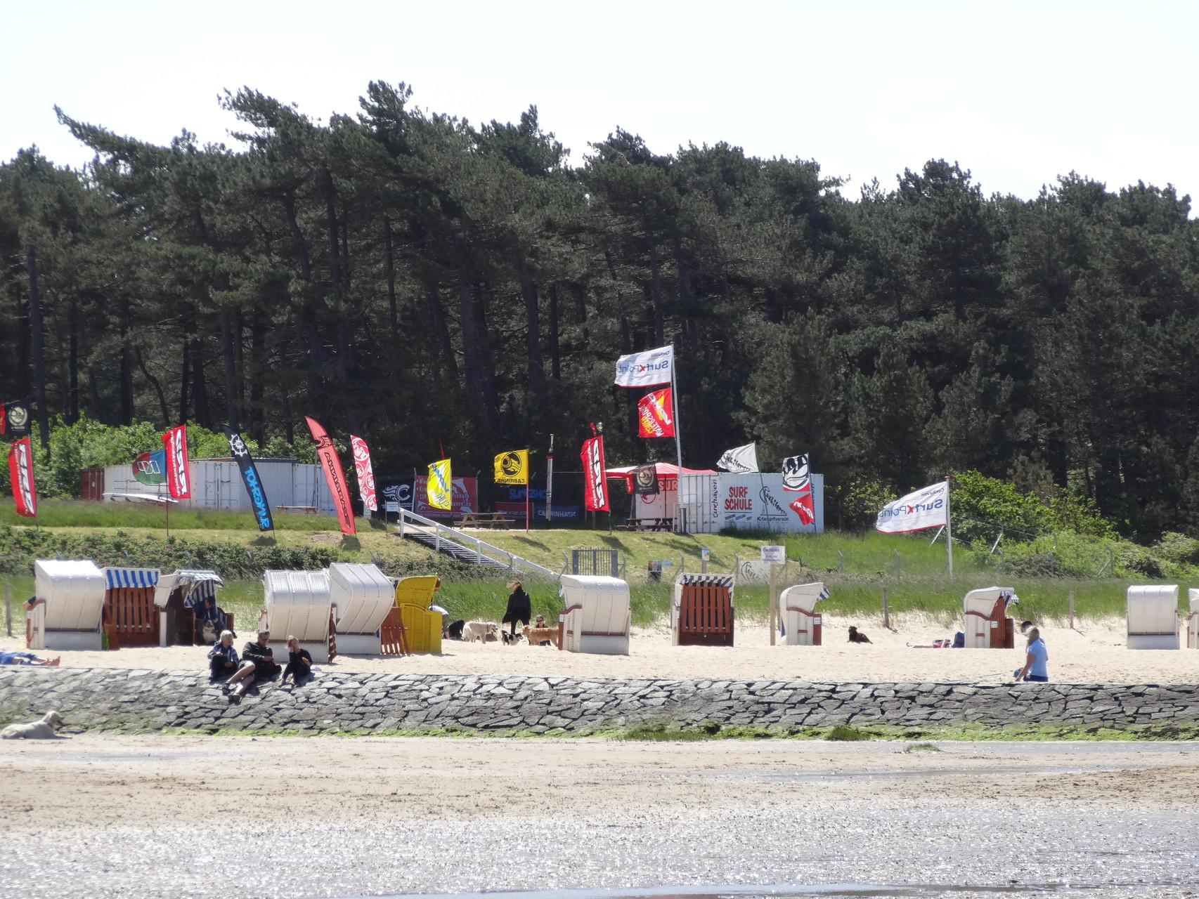 Surfschule am Strand in Cuxhaven Sahlenburg