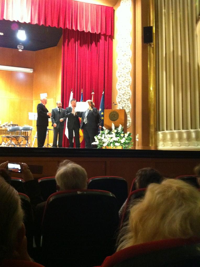 """Recibiendo la Medalla de """"Insigne de la música Valenciana"""""""