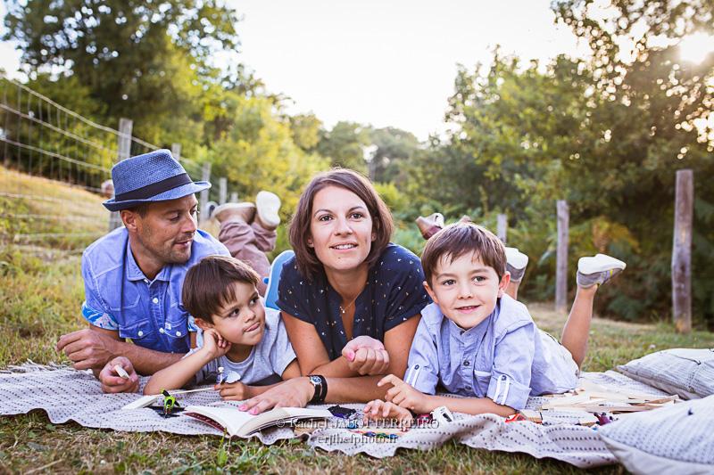 photos de famille, photos d'enfants, portraits de famille, vendée, photos de famille en vendée, photographe de famille en vendée, famille en bleu, camaieu de bleu, rachel jabot ferreiro, erjihef photo, harmonie vestimentaire et photo