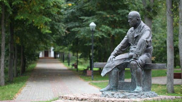 Памятник М.Г. Мещерякову г. Дубна