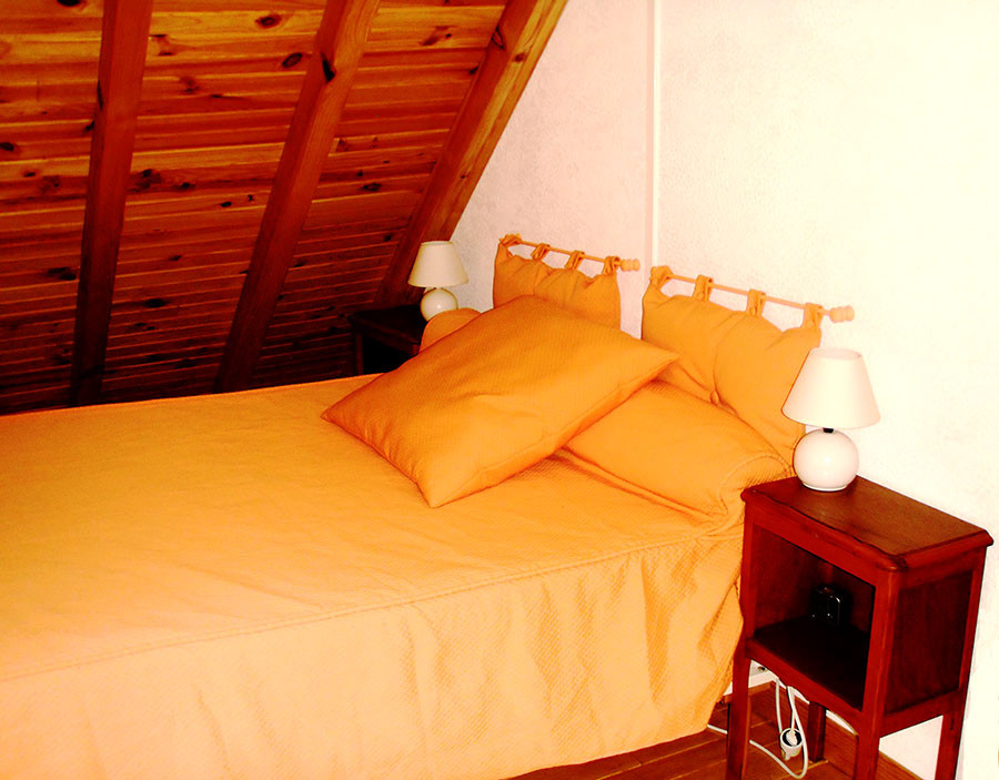 Chambre orange au 2ème étage