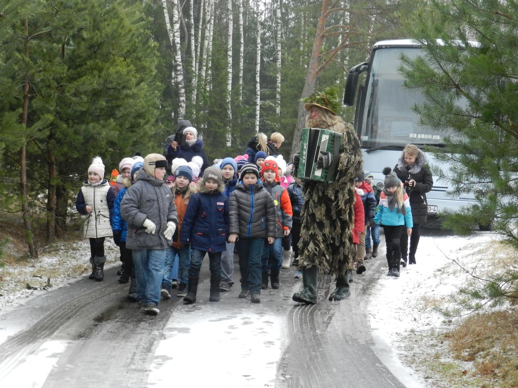 Встреча гостей лесными героями