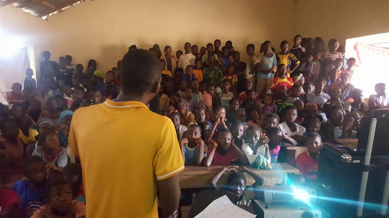 Projection dans une école