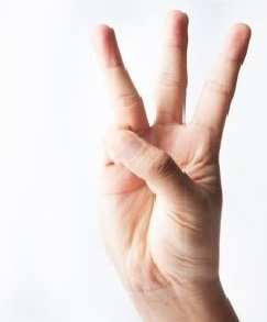 夫婦円満コンサルタントR 中村はるみ 三つと指で表し見せる。視覚を利用した表現
