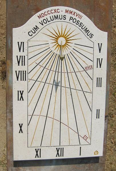 cadran-solaire-pierre-remoulins-gard-cadrans-solaires-vente-achat