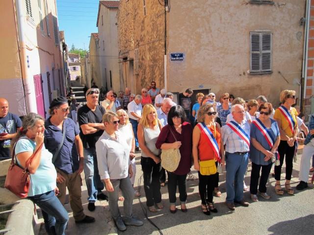 Riverains, villageois et élus ont participé à l'inauguration de cette rénovation exemplaire. Dominique Lain (à gauche) et Thierry Bongiorno entouraient Mireille Darbeira, l'heure d'évoquer les souvenirs. M.L.