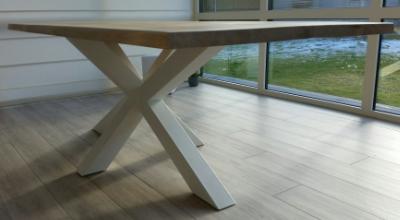 Onze massieve Europees eiken tafels met metalen onderstel