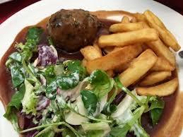 Les fameux boulets liégeois/frites et leurs sauce à base du sirop de Liège