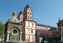 L'église Saint-Barthélemy où sont installés les célèbres Fonds baptismaux