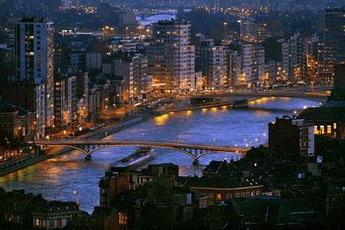 La Meuse pénètre la ville sans jamais la violer