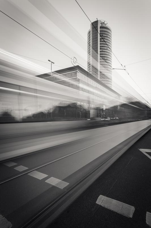Business Tower (Copyright Martin Schmidt, Fotograf für Schwarz-Weiß Fine-Art Architektur- und Landschaftsfotografie aus Nürnberg)