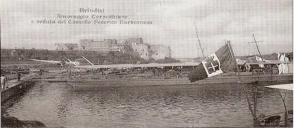 Nave Dandolo al comando dell'ammiraglio Bettolo nel porto di Brindisi