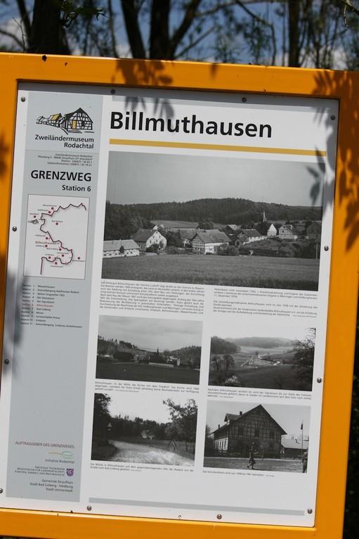 Bildtafeln erinnern an das einstige Dorf