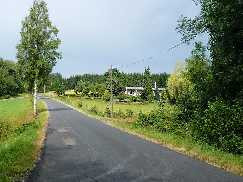 der Hof, Blick von der Zufahrtsstraße