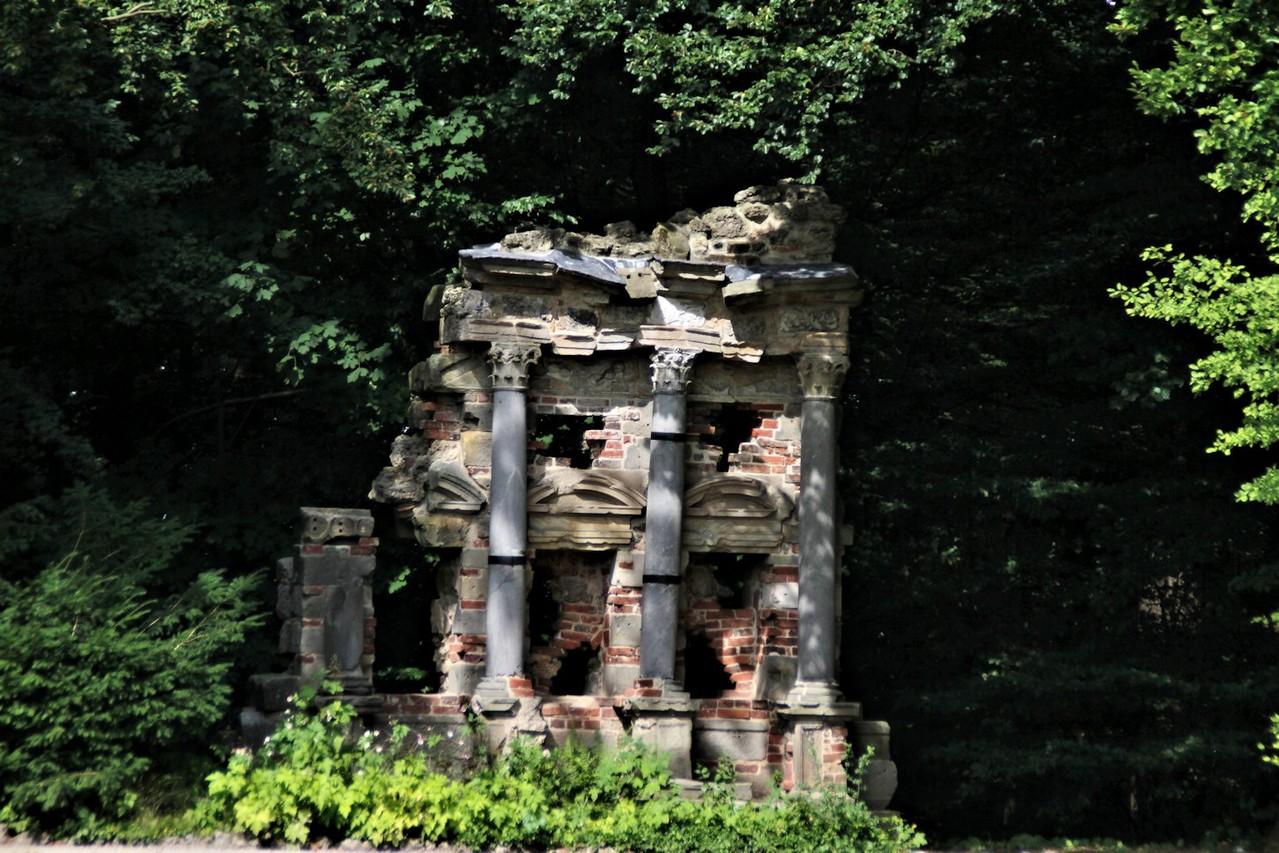 Antikisches Grabmal